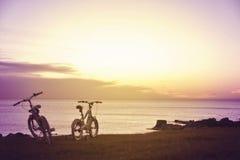 Велосипеды потехи семьи Насладитесь концепцией лета Стоковое Изображение RF