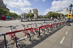 Велосипеды для ренты в Барселоне Стоковые Изображения RF