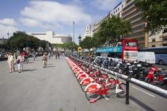 Велосипеды для ренты в Барселоне Стоковые Фото