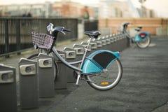 Велосипеды для ренты стоковое изображение rf
