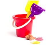 Ведро игрушки младенца и грабл лопаткоулавливателя Стоковое Фото