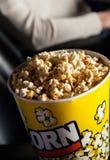 Ведро попкорна в театре кино Стоковое фото RF