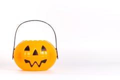 Ведро тыквы хеллоуина для фокуса или обрабатывать стоковое фото