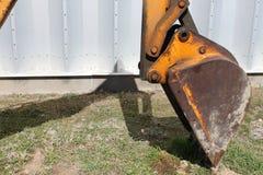 Ведро Backhoe зданием металла Стоковое фото RF