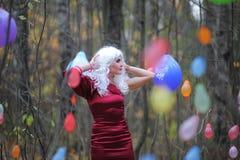 Ведьма в древесинах на Halloween Стоковые Изображения