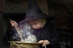 ведьма halloween маленькая стоковое изображение