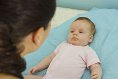 Взаимодействие матери и ребёнка Стоковая Фотография