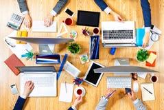 Взаимодействовать как команда для лучших результатов Мультимедиа Стоковое Фото