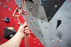 Взбираться Болт безопасности продел нитку веревочку с штуцером Стена гранита Стоковое Изображение RF