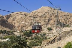 Взбирающся к монастырю заманчивости на горе, Carental, Иерихон, пустыня Judean Стоковые Фотографии RF