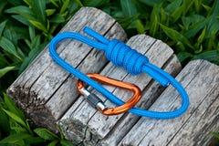 Взбираясь веревочка на естественной предпосылке Стоковое фото RF