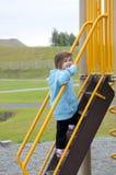 взбираясь лестницы девушки Стоковые Фотографии RF