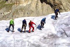 взбираясь льдед группы Стоковые Изображения