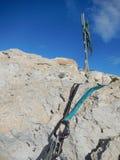 Взбираясь шестерня на известняке Кипра Стоковые Изображения