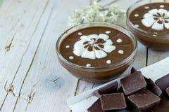 взбитое отмелое пудинга dof cream вкусного десерта шоколада indulgent Стоковое Изображение RF