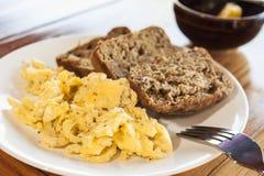 Взбитые яйца с хлебом банана Стоковая Фотография