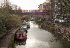 Взгляда канал отрезка Limehouse вниз в Лондоне Стоковое фото RF