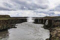 Взгляды водопада selfoss в vatnajokull национального парка стоковые изображения rf