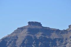 Взгляды горы общительной на фото острова Santorini от открытых морей Ландшафты, круизы, перемещение стоковое изображение rf