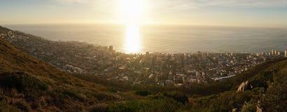 Взгляды захода солнца от холма сигнала в Кейптауне, Южной Африке стоковые изображения rf