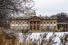 Взгляды королевского дворца в стиле барокко Парк Lazienki в Варшаве в зиме Стоковые Фото