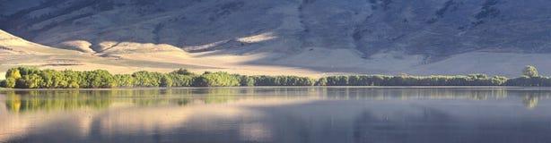Взгляды ландшафта резервуара Mantua Mantua маленький город на восточном графстве ясенелистного клена края, исторически известном  стоковые фотографии rf