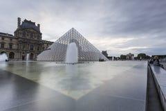 Взгляды Лувра в Париже Стоковое Изображение RF