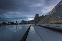 Взгляды Лувра в Париже Стоковые Фото