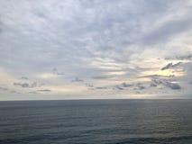Взгляды моря увиденные от вершины холма Оно очень красивый стоковые изображения