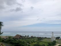 Взгляды моря увиденные от вершины холма стоковая фотография rf