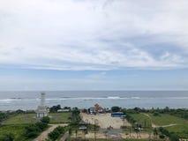 Взгляды моря увиденные от вершины холма стоковые изображения rf