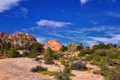 Взгляды от более низкого следа бухты песка к образованию вортекса, парком штата каньона снега в консервации Ar красных скал нацио стоковое фото rf