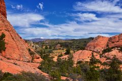 Взгляды от более низкого следа бухты песка к образованию вортекса, парком штата каньона снега в консервации Ar красных скал нацио стоковые фотографии rf