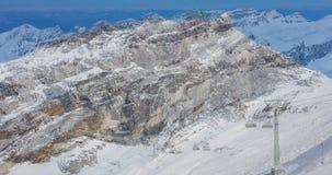 Взгляды Wintertime на Mt Titlis в Швейцарии сток-видео