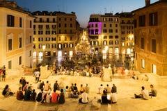 Взгляд Аркады di Spagna и центрального Рима на ноче от испанских шагов Стоковые Изображения