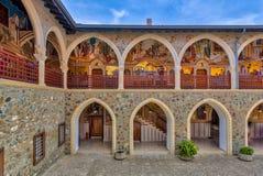 Взгляд аркад в монастыре стоковое фото