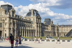 Взгляд архитектуры Парижа от Carrousel места Стоковое фото RF
