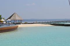Взгляд бассейна пляжа острова Мальдивов Стоковая Фотография RF