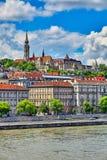 Взгляд бастиона fishermans Будапешта к старому городку Стоковые Фото