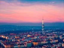 Взгляд башни Праги над городом стоковые изображения rf