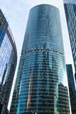 Взгляд башни Naberezhnaya в городе Москвы стоковое фото