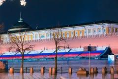 Взгляд башни Spasskaya Москвы Кремля и дворца сената от красной площади Стоковая Фотография