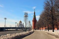 Взгляд башни Vodovzvodnaya и обваловки Кремля Стоковая Фотография RF