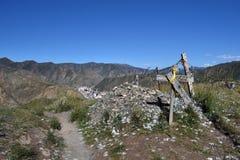 Взгляд бдительности Xiahe или Labrang в Amdo Тибете Перевод: стоковые изображения rf
