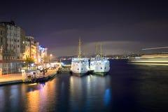 Взгляд берега Стамбула в центре города на ноче Стоковое Изображение