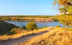 взгляд берег реки сценарный Стоковое Изображение