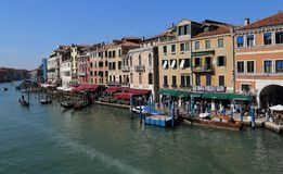 Взгляд большого канала от моста Rialto в Венеции, Италии стоковое изображение rf