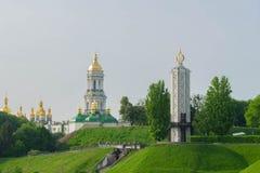 Взгляд большого красивого города в раннем утре kiev r Взгляд троицы - Pechersk Lavra стоковые фотографии rf