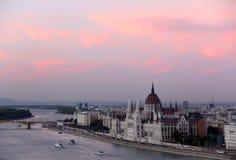 Взгляд Будапешт с парламентом Стоковая Фотография RF