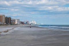 Взгляд вдоль пляжа Ventnor к Атлантик-Сити стоковое изображение rf